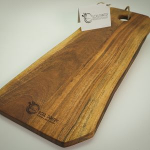ACACIA RECT LIVE EDGE CHOPPING BOARD - MED WITH LEATHER HANDLE